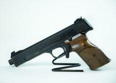 Smith & Wesson Model 41 .22lr - äänenvaimennikierteellä